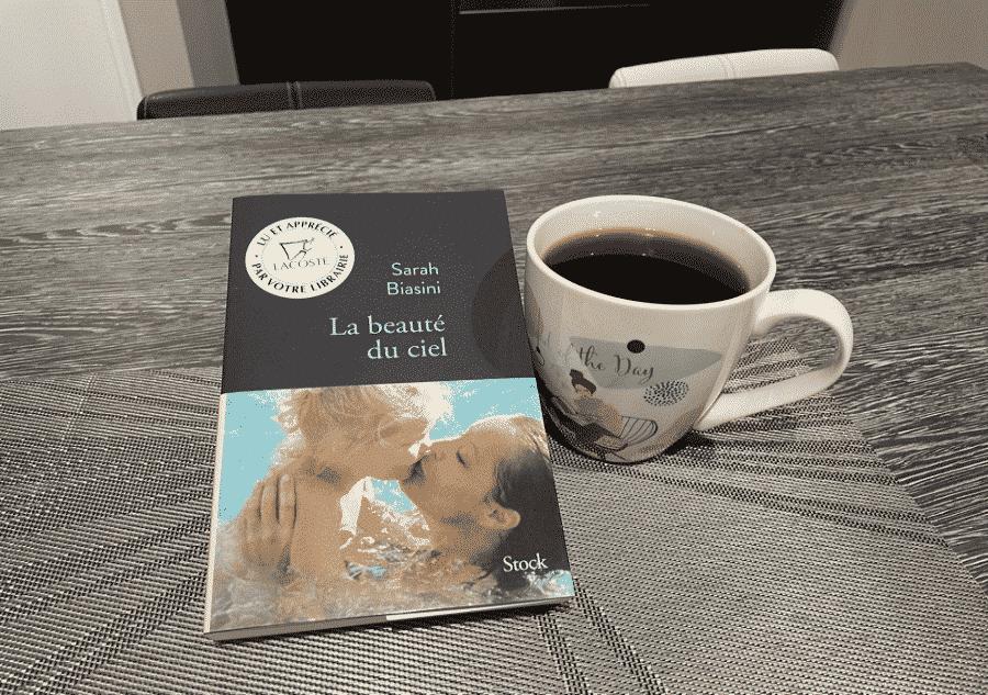 livre table tasse de thé